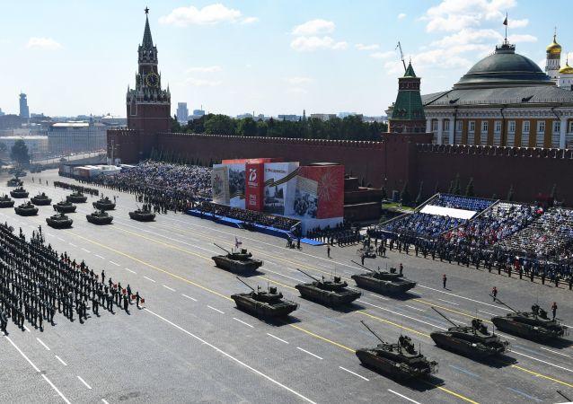 民调:俄罗斯人最喜欢看胜利阅兵的军事装备和分列式