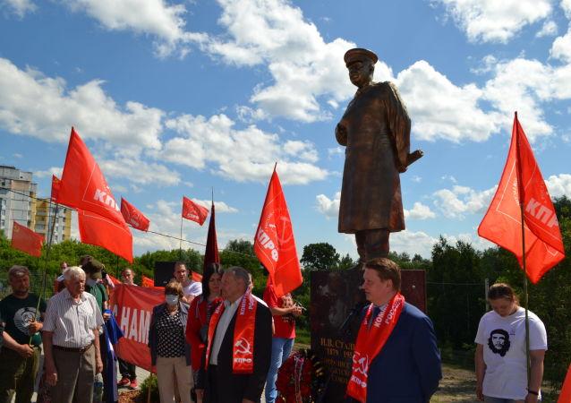 斯大林雕像在下诺夫哥罗德州揭幕
