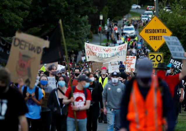 美国西雅图骚乱中已有45人被捕21名警察受伤