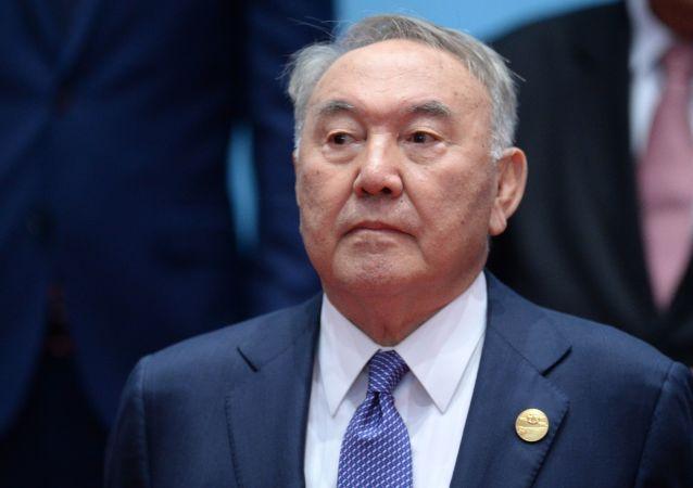 哈萨克斯坦在首任总统纳扎尔巴耶夫80岁诞辰之际开放其纪念碑