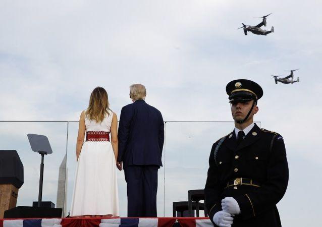 特朗普检阅为纪念美国独立日而举行的大型空中阅兵