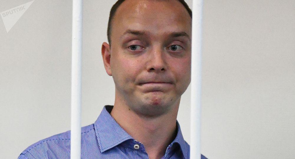 我们知道萨夫罗诺夫是位才华横溢的记者 但预防措施由法院指定
