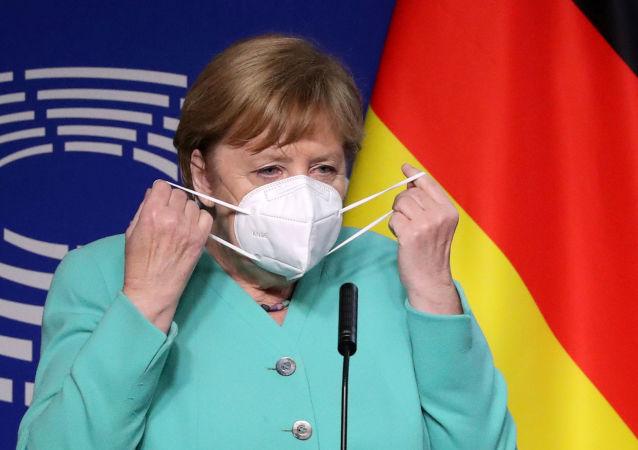 默克尔呼呼欧盟团结起来克服疫情带来的危机